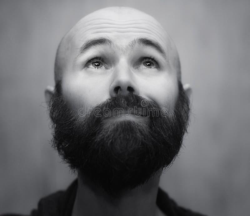 Retrato del hombre barbudo tranquilo imagen de archivo