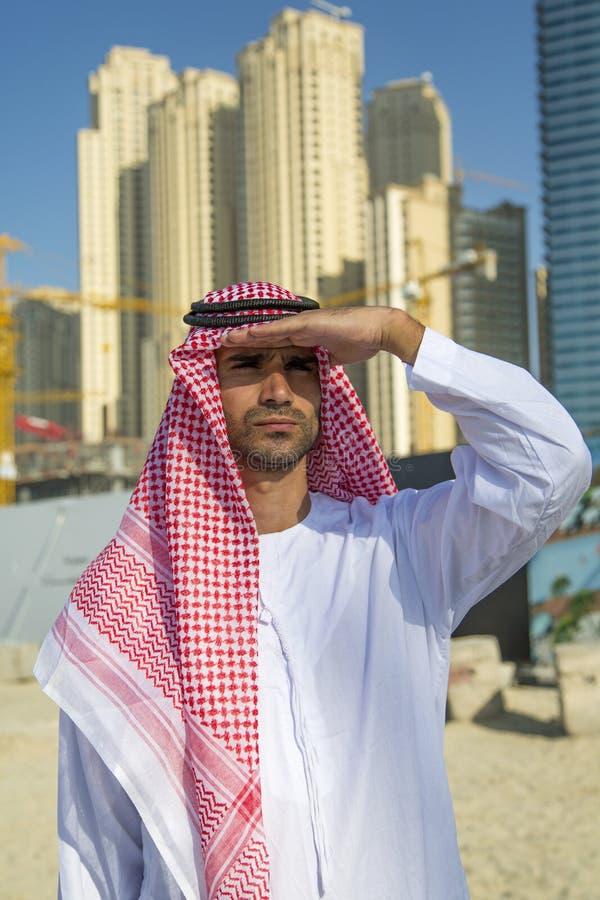 Download Retrato Del Hombre De Negocios árabe Joven Foto de archivo - Imagen de cityscape, céntrico: 41902062