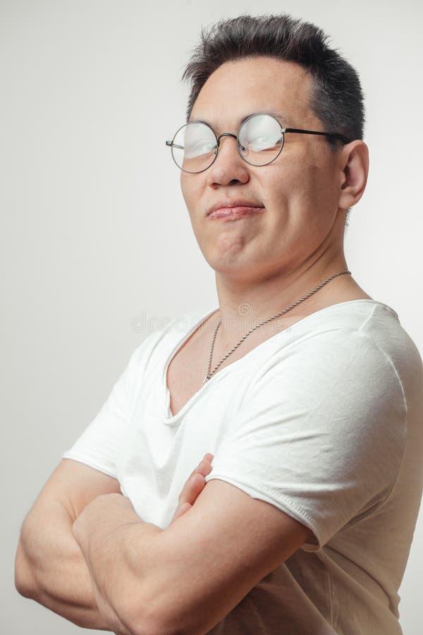 Retrato del hombre de negocios asiático con la muestra del gesto fotos de archivo