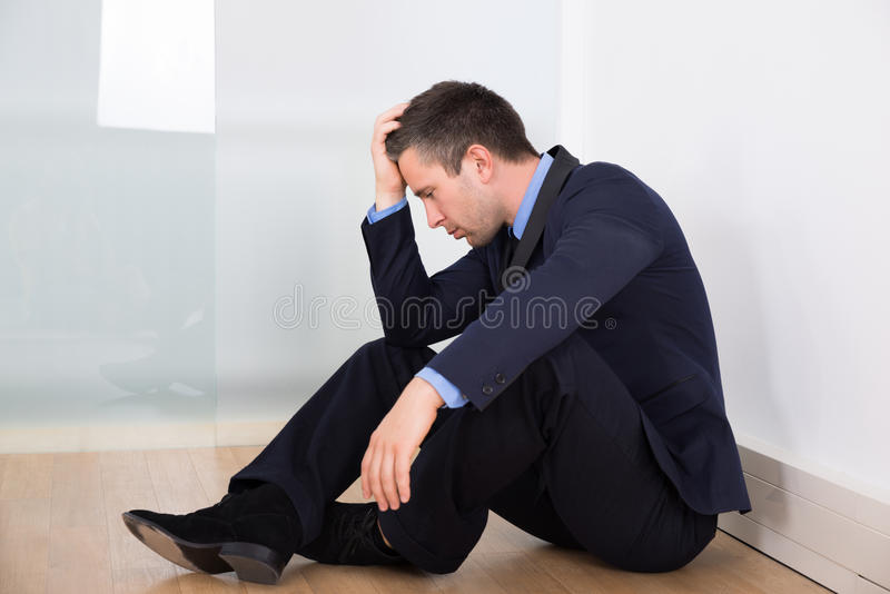 Retrato del hombre de negocios deprimido fotos de archivo
