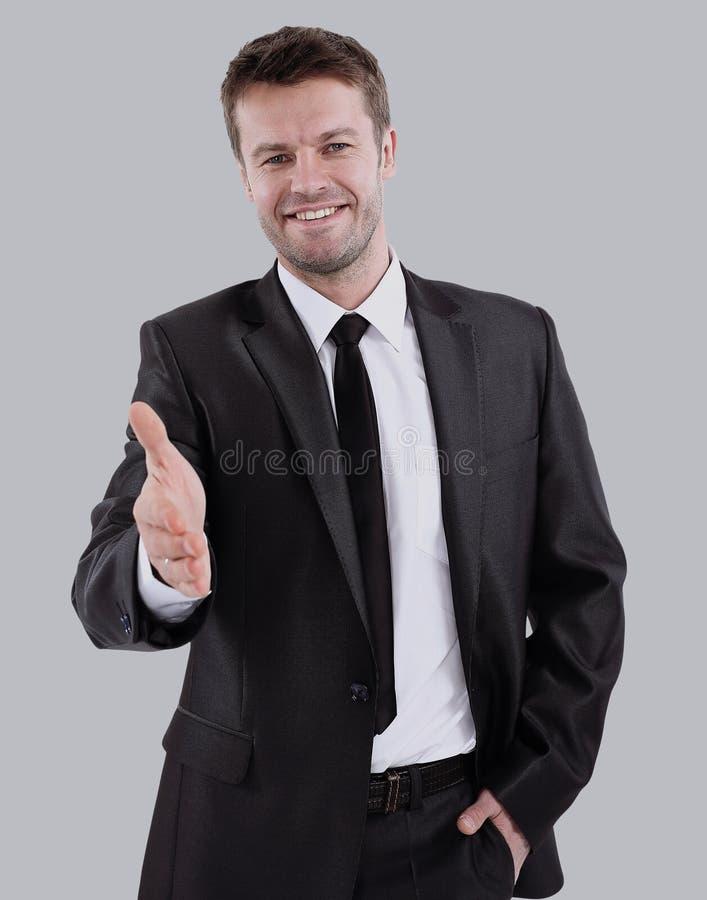 Retrato del hombre de negocios feliz que invita a la cooperación aislado imagen de archivo