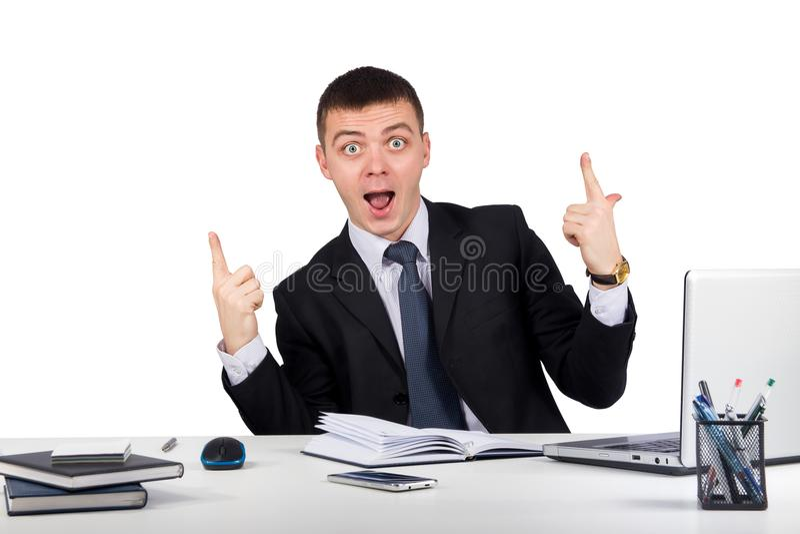 Retrato del hombre de negocios feliz que muestra los pulgares para arriba imagenes de archivo