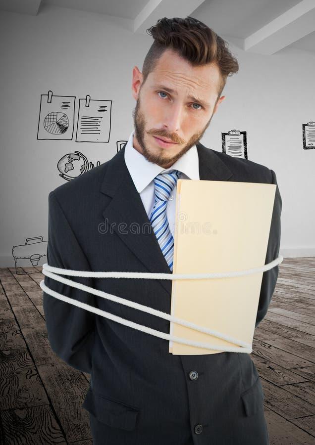 Retrato del hombre de negocios implicado con la cuerda y la carpeta imagen de archivo libre de regalías