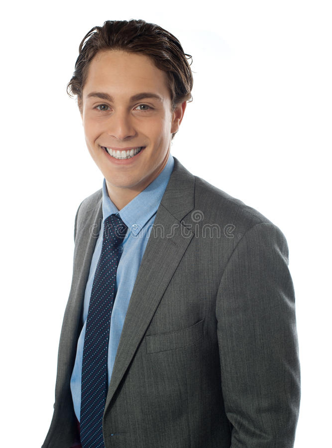 Retrato del hombre de negocios joven sonriente imagenes de archivo