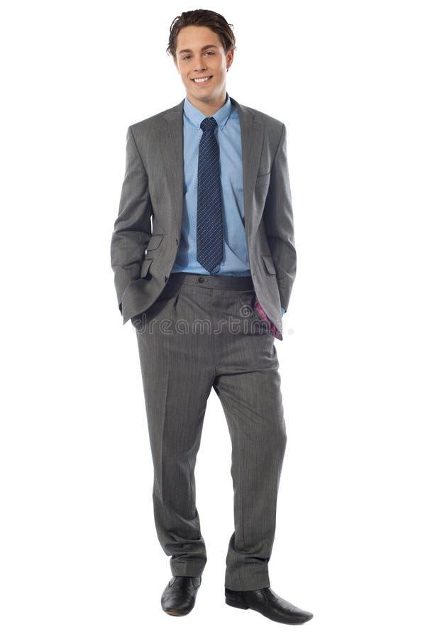Retrato del hombre de negocios joven sonriente feliz foto de archivo