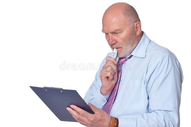 Retrato del hombre de negocios mayor con el tablero aislado fotografía de archivo libre de regalías
