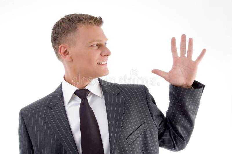 Retrato del hombre de negocios que cuenta los dedos fotos de archivo libres de regalías