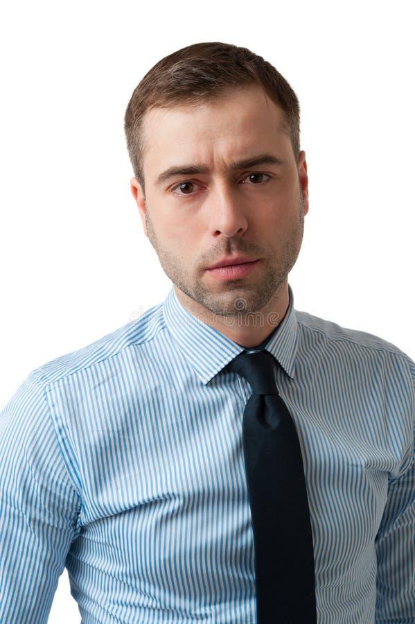 Retrato del hombre de negocios serio en camisa azul en blanco  foto de archivo libre de regalías
