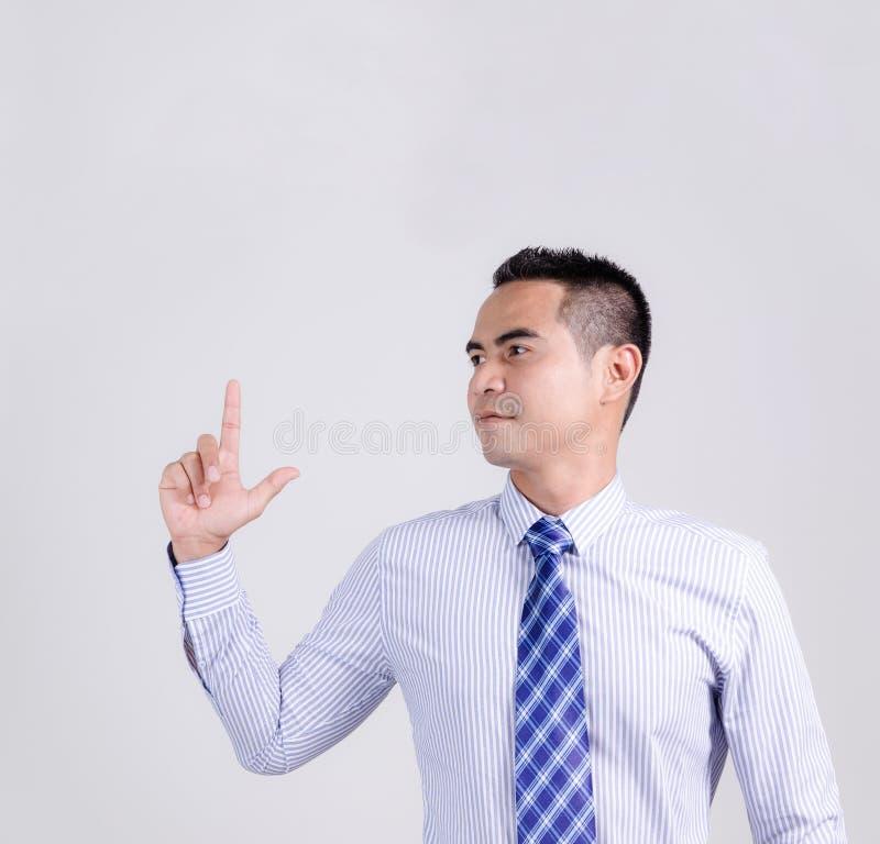 Retrato del hombre de negocios tailandés asiático que señala encima del finger fotos de archivo libres de regalías