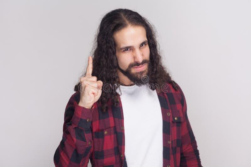 Retrato del hombre hermoso serio con la barba y rizado largo negro fotografía de archivo libre de regalías