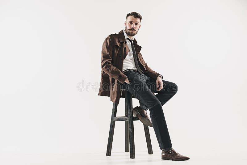 Retrato del hombre joven hermoso elegante fotos de archivo