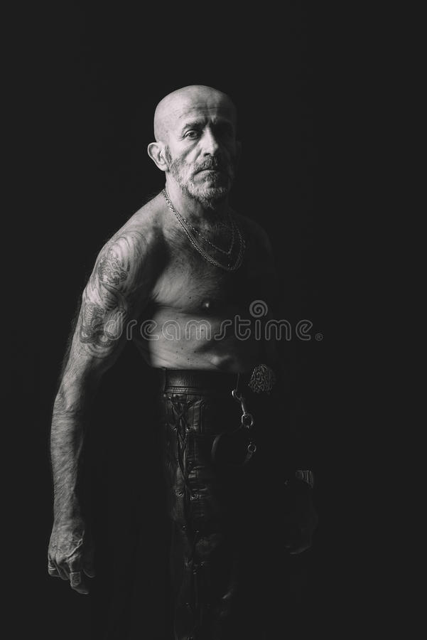 Retrato del hombre mayor en blanco y negro fotos de archivo libres de regalías