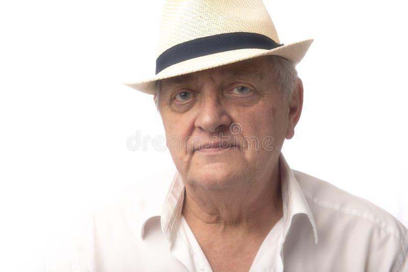 Retrato del hombre mayor en el fondo blanco fotografía de archivo libre de regalías