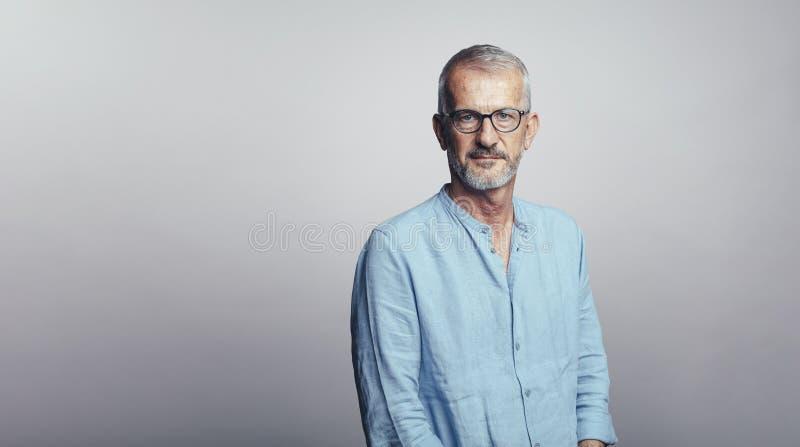 Retrato del hombre mayor foto de archivo