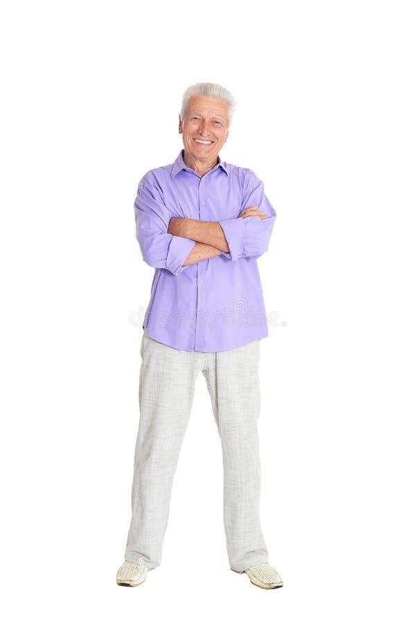 Retrato del hombre mayor sonriente en el fondo blanco imagen de archivo