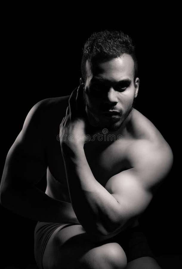 Retrato del hombre muscular imágenes de archivo libres de regalías