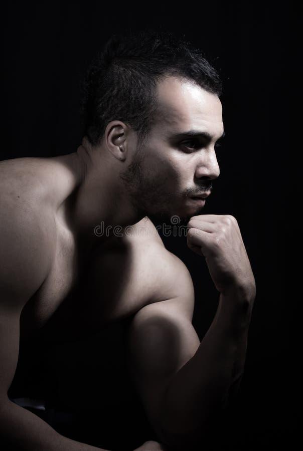Retrato del hombre muscular imagenes de archivo