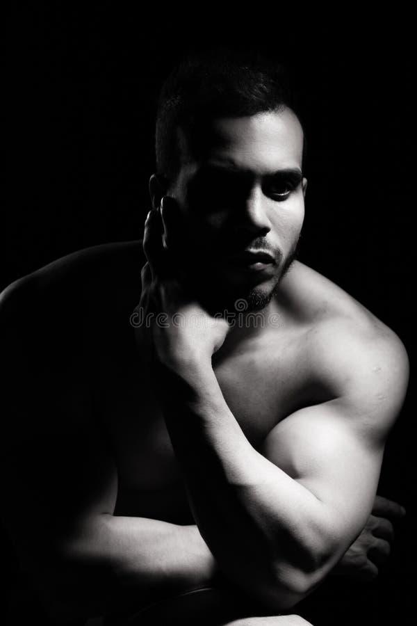 Retrato del hombre muscular foto de archivo libre de regalías