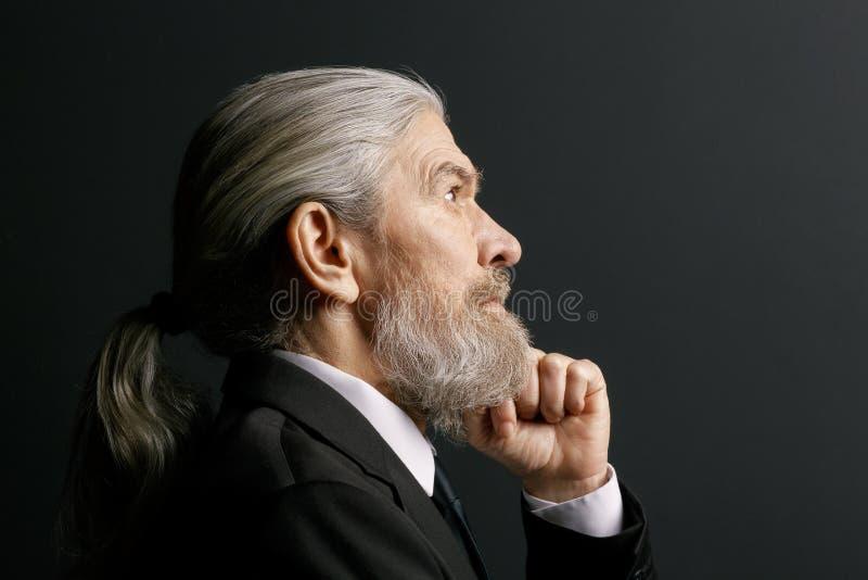 Retrato del hombre pensativo mayor fotografía de archivo