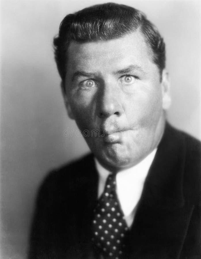 Retrato del hombre que hace la cara tonta (todas las personas representadas no son vivas más largo y ningún estado existe Garantí imagen de archivo
