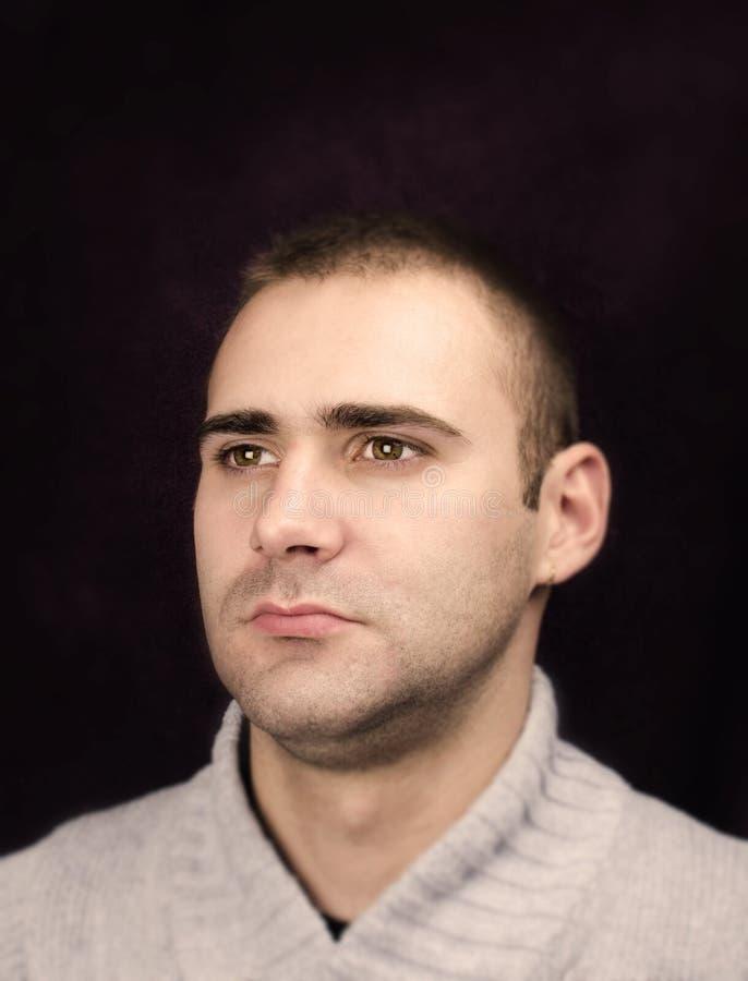 Retrato del hombre serio imagen de archivo libre de regalías