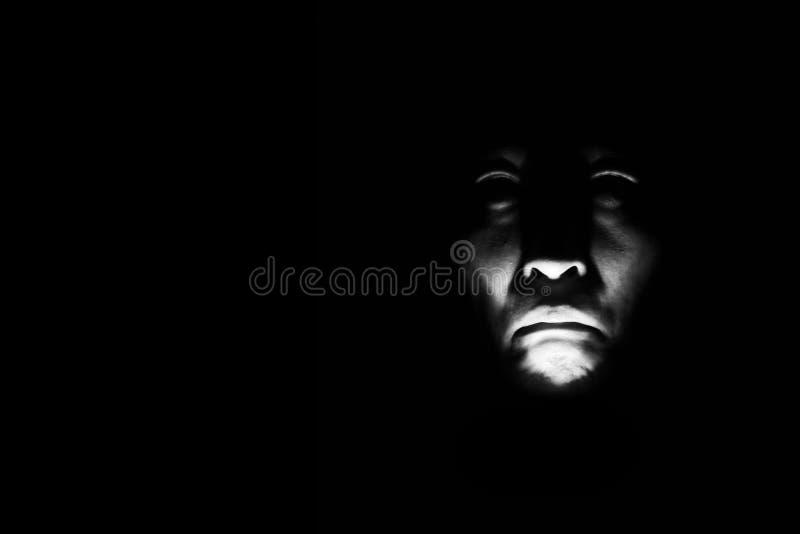 Retrato del horror de una mujer asustadiza fotos de archivo
