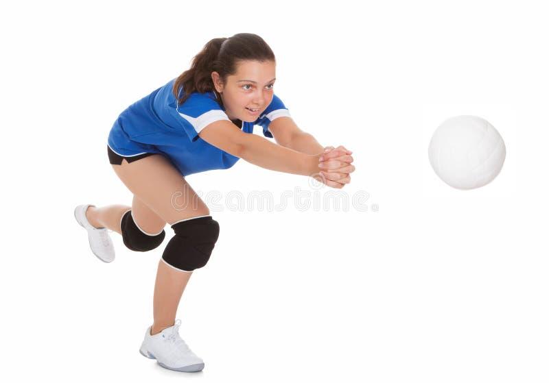 Retrato del jugador de voleibol femenino fotografía de archivo libre de regalías