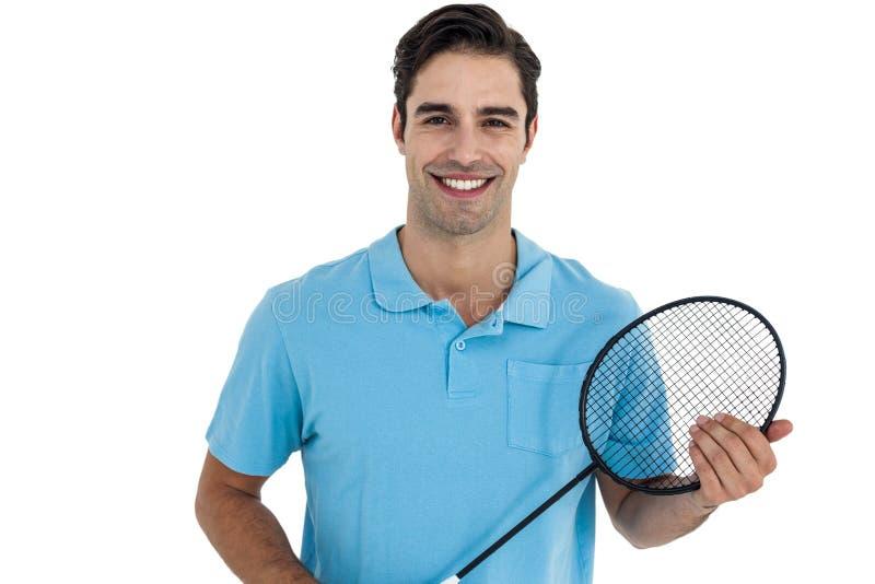 Retrato del jugador del bádminton que sostiene la estafa de bádminton fotos de archivo