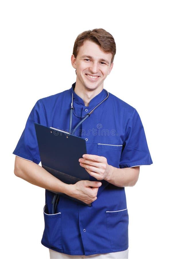Retrato del médico joven confiado en el fondo blanco fotografía de archivo