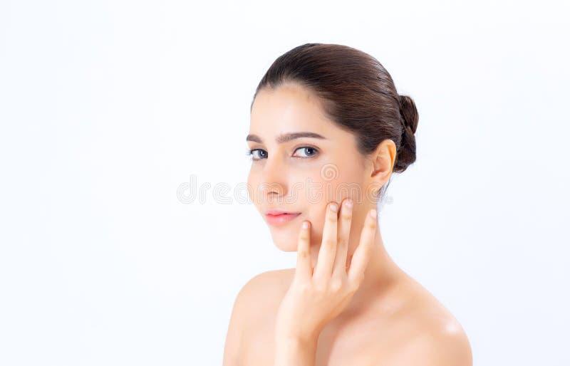 Retrato del maquillaje asiático de la mujer hermosa del cosmético, de la mejilla del tacto de la mano de la muchacha y de la sonr fotos de archivo