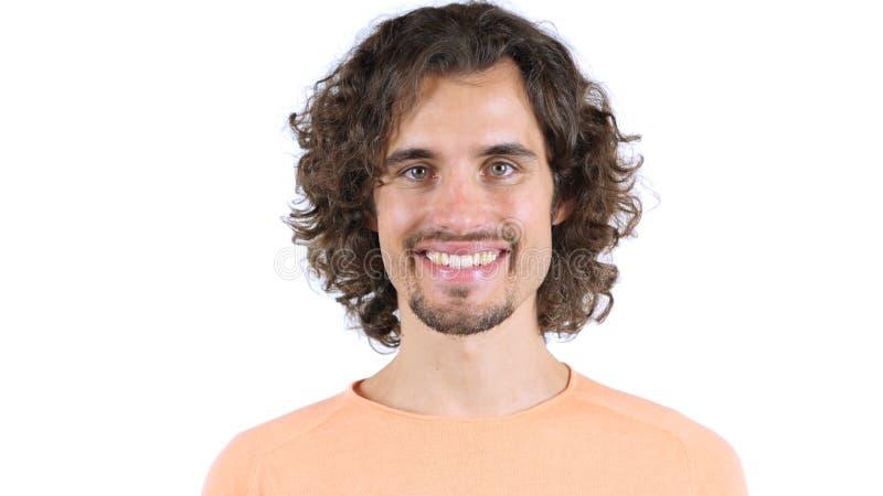 Retrato del mediados de hombre adulto que sonríe contra el fondo blanco foto de archivo