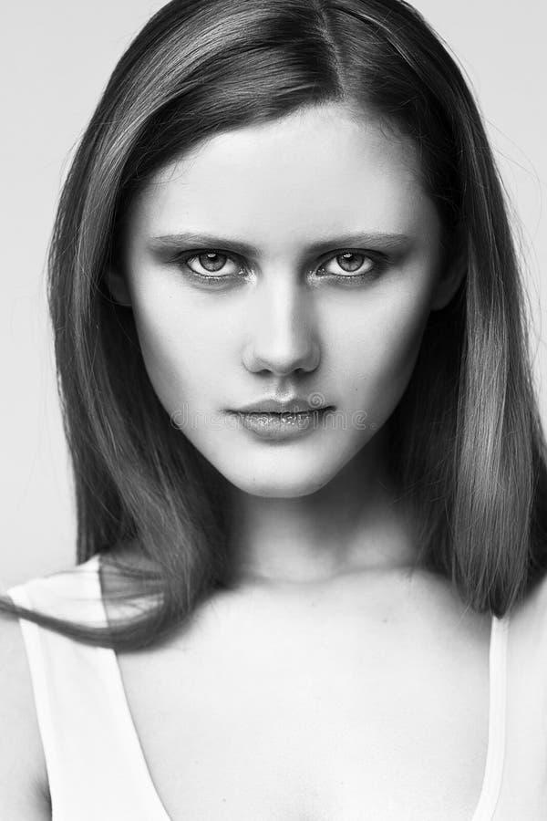 Retrato del modelo de alta moda en el fondo blanco imagen de archivo libre de regalías