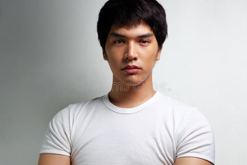Retrato del modelo masculino asiático imagen de archivo