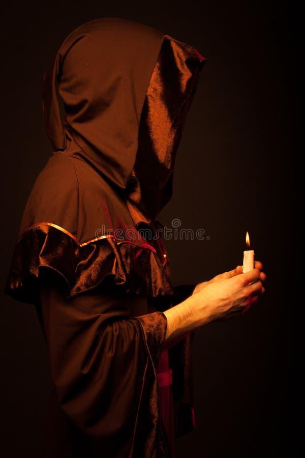 Retrato del monje irreconocible del misterio foto de archivo