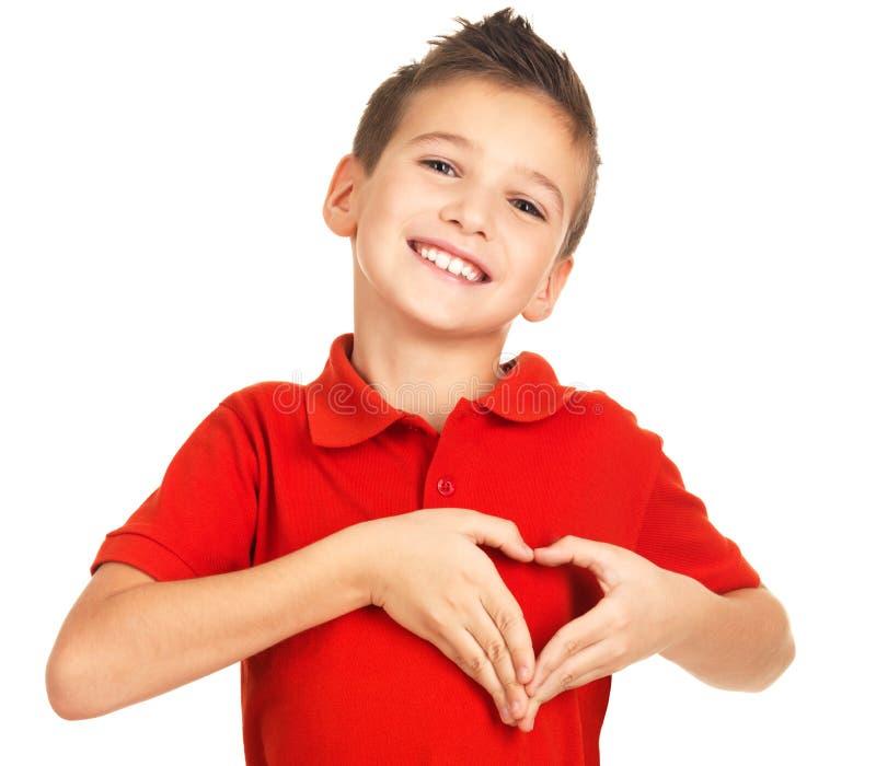 Retrato del muchacho feliz con una dimensión de una variable del corazón fotos de archivo