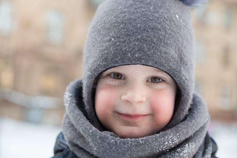 Retrato del niño en del invierno primer al aire libre fotografía de archivo libre de regalías