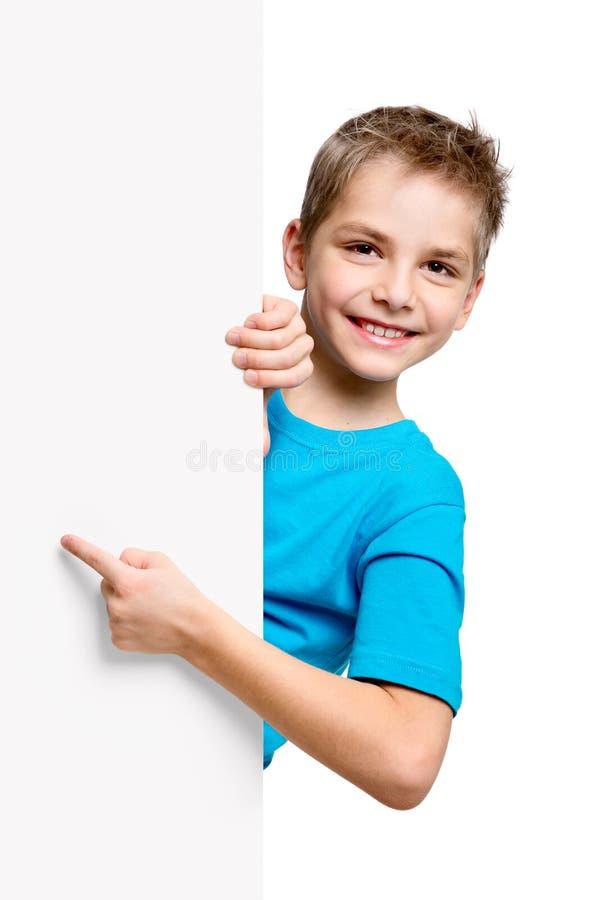 Retrato del niño pequeño feliz con el espacio en blanco blanco fotografía de archivo