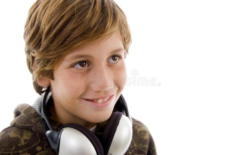 Retrato del niño sonriente con el auricular imagen de archivo