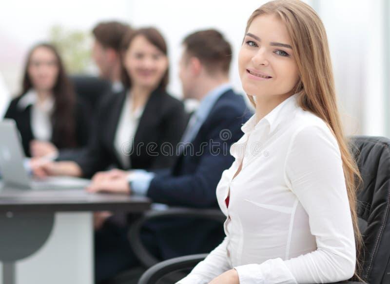 Download Retrato Del Oficinista De Sexo Femenino Joven Foto de archivo - Imagen de compañía, coworker: 100533638