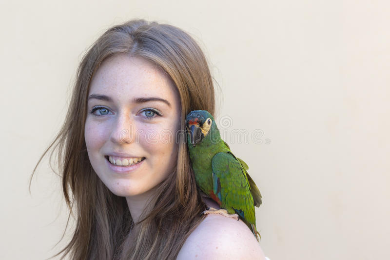 Download Retrato Del Pájaro De La Muchacha Foto de archivo - Imagen de retrato, maduro: 64213086