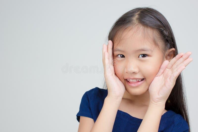 Retrato del pequeño niño asiático feliz fotografía de archivo libre de regalías