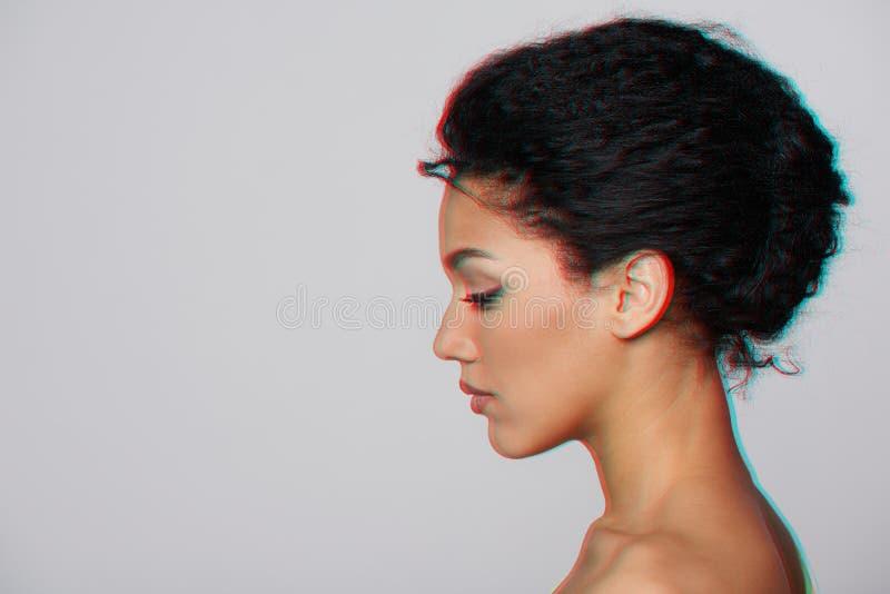 Retrato del perfil del primer de la belleza de la mujer hermosa foto de archivo libre de regalías