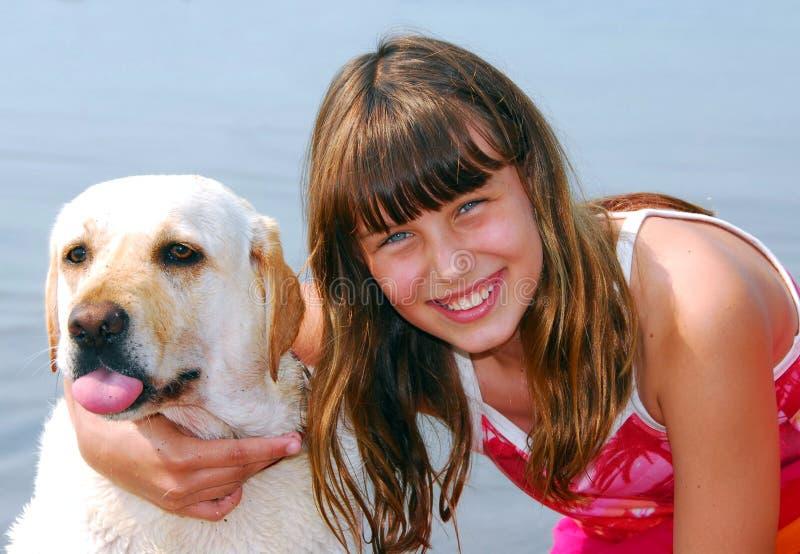Retrato del perro de la muchacha fotografía de archivo libre de regalías