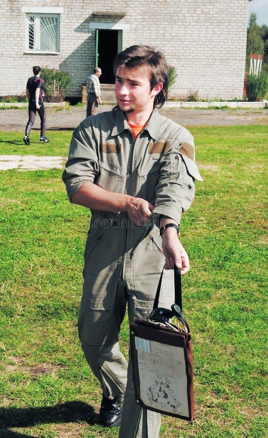 Retrato del piloto joven del helicóptero foto de archivo libre de regalías