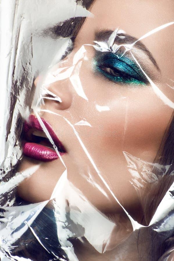 Retrato del primer de la cara hermosa del modelo de la mujer foto de archivo libre de regalías