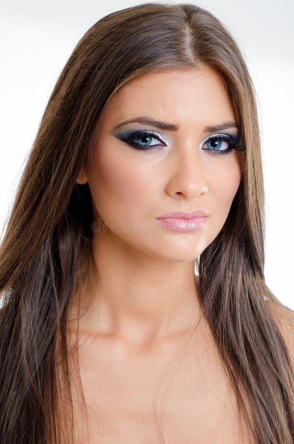 Retrato del primer de los ojos azules rubios modelos hermosos de la mujer joven fotografía de archivo libre de regalías
