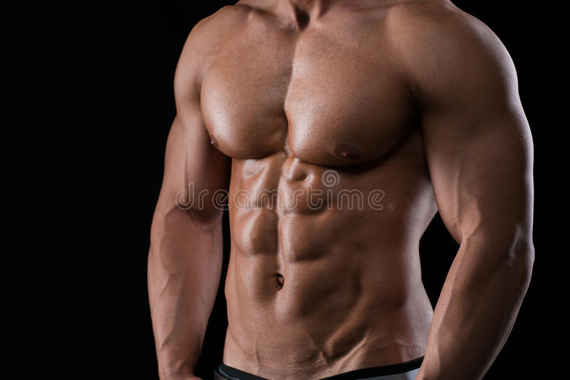 Retrato del primer de un pecho masculino muscular foto de archivo