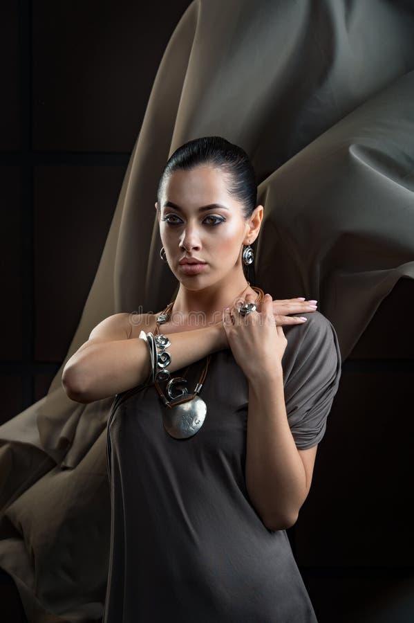 Retrato del primer del encanto del ingenio rubio joven hermoso del modelo de la mujer fotos de archivo