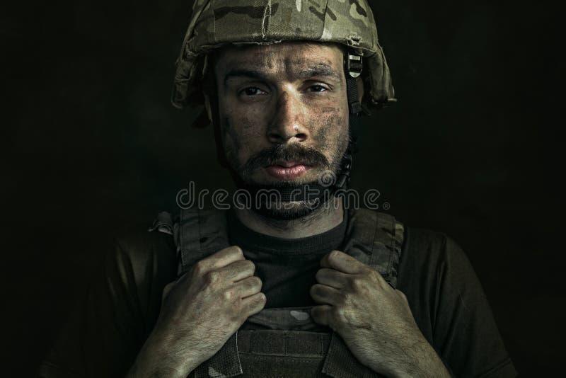 Retrato del soldado de sexo masculino joven fotos de archivo
