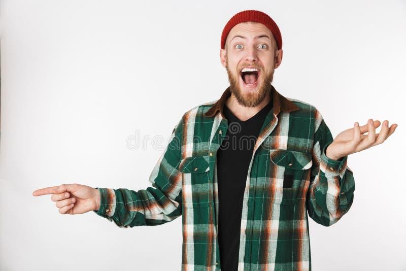 Retrato del sombrero del individuo del inconformista y de la camisa de tela escocesa que llevan que ríen y que señalan el finger  imagen de archivo